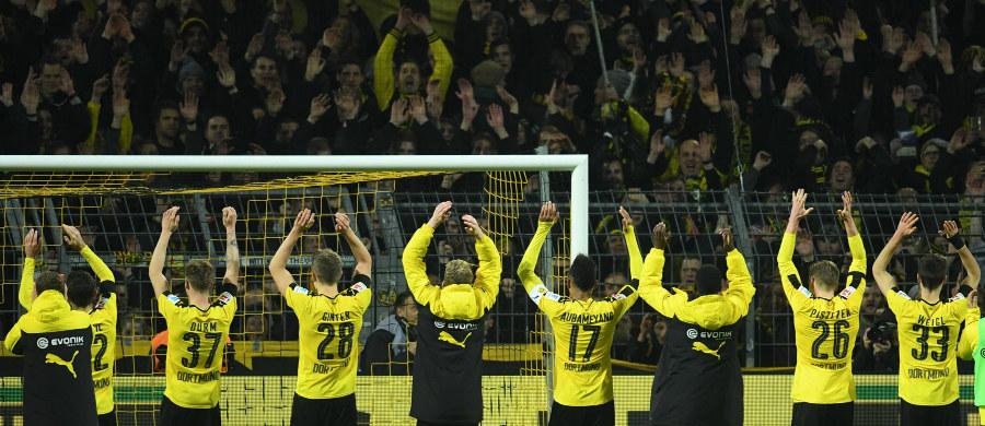 Wyniki sportowe nie muszą być głównym wyznacznikiem popularności klubów piłkarskich. Pokazuje to zestawienie przygotowane przez portugalskich dziennikarzy. Według ich wyliczeń najwięcej kibiców w Europie przyciąga na swój stadion Borussia Dortmund, choć w Bundeslidze radzi sobie przeciętnie. Zaskoczeń w czołowej dziesiątce rankingu jest więcej.