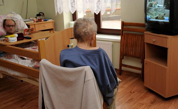 Będzie wzrost wyceny świadczeń w opiece paliatywnej - zapowiada Ministerstwo Zdrowia. To - jak donosi dziennikarz RMF FM Michał Dobrołowicz - odpowiedź na alarmujące dane, według których nieuleczalnie chorzy pacjenci w Polsce muszą czekać na miejsce w hospicjum ponad 30 dni. Takiej opieki wymaga w całym kraju prawie sto tysięcy osób.