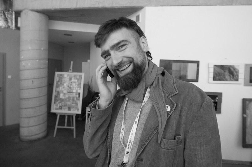 Nagła i niespodziewana śmierć Marcina Babki, śląskiego dziennikarza muzycznego, wydawcy (Falami Records) i wokalisty znanego z grup Muariolanza i hipersoniK, poruszyła wiele osób ze środowiska muzycznego.