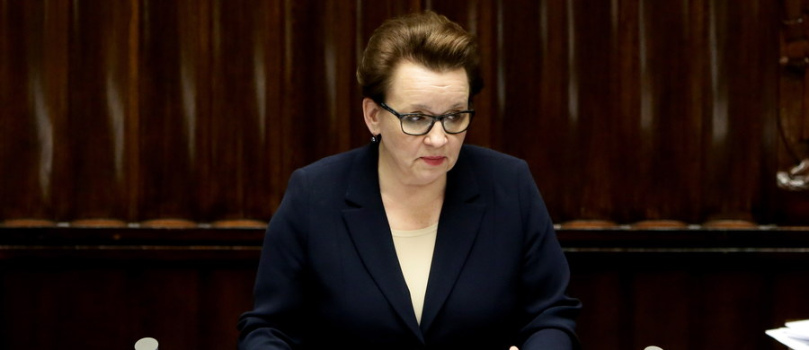 Sejm nie zgodził się na odrzucenie w pierwszym czytaniu projektów Prawa Oświatowego i Przepisów wprowadzających Prawo Oświatowe. Wcześniej wnioskowały o to Platforma Obywatelska i Nowoczesna. Projekty, zakładające m.in. likwidację gimnazjów, trafią do prac w komisjach: edukacji i samorządu.