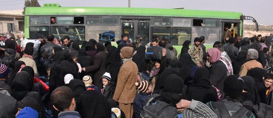 Z powodu trwającej ofensywy syryjskich wojsk rządowych na kontrolowane przez rebeliantów dzielnice Aleppo w ciągu ostatnich czterech dni uciekło z tego miasta ok. 50 tys. ludzi - poinformowało Syryjskie Obserwatorium Praw Człowieka z siedzibą w Londynie.