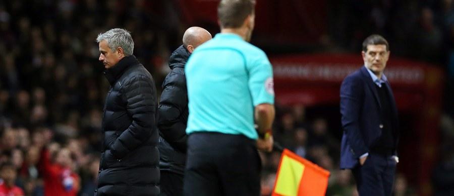 Jose Mourinho zabraknie na ławce trenerskiej Manchesteru United w środowym spotkaniu ćwierćfinałowym piłkarskiego Pucharu Ligi z West Ham United. To kara od angielskiej federacji (FA) za niewłaściwe zachowanie w niedzielnym meczu ligowym z tym samym rywalem.