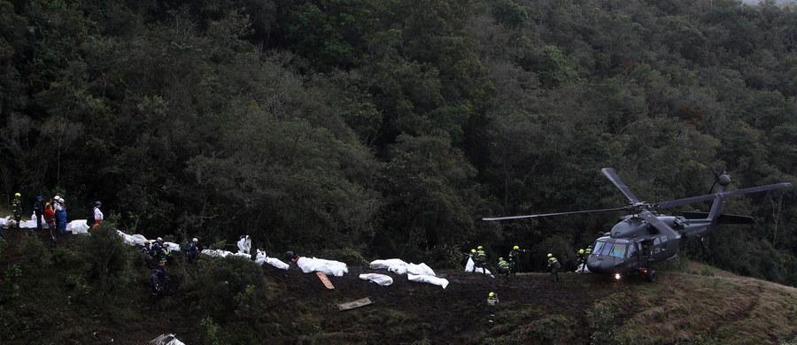 Pilot samolotu pasażerskiego British Aerospace 146, który rozbił się w Kolumbii, zgłaszał kontrolerom lotów, że skończyło mu się paliwo, a maszyna ma awarię systemów elektrycznych - wynika z nagrań rozmów zarejestrowanych tuż przed katastrofą.