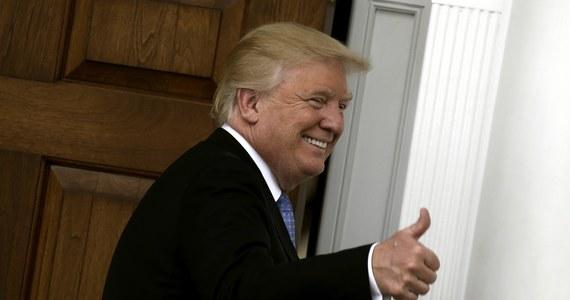 """Pierwszy sukces Donalda Trumpa? Firma Carrier, producent grzejników i klimatyzatorów, nie przeniesie swej produkcji do Meksyku, co - jak donosi waszyngtoński korespondent RMF FM Paweł Żuchowski - pozwoli uchronić prawie 1000 miejsc pracy w stanie Indiana. Sprawa jest ciekawa, bowiem Trump - który obiecuje, że """"Ameryka znów będzie wielka"""" i że zrobi wszystko, by amerykańskie firmy produkowały w Stanach Zjednoczonych - sam produkuje w fabrykach poza USA."""