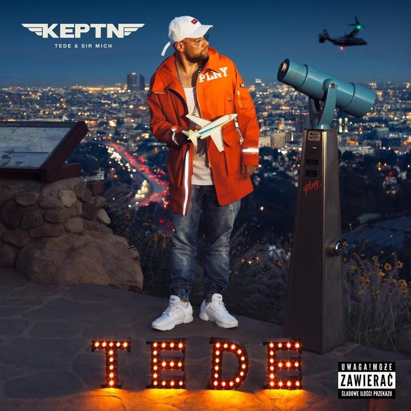 """W piątek do sprzedaży trafi kolejny album Tedego """"Keptn'"""". Na trzy dni przed premierą w sieci pojawił się kolejny klip promujący płytę """"Było warto""""."""