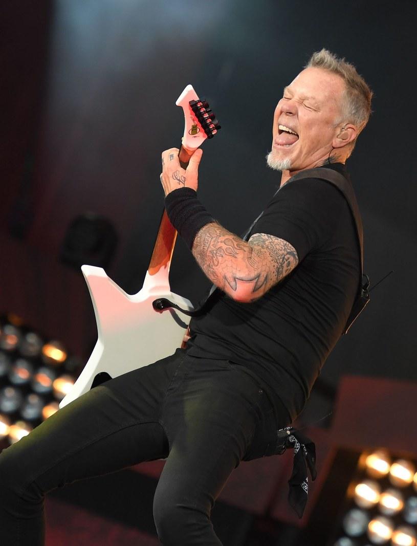 """""""Mamy nadzieję, że ludzie docenią i zrozumieją naszą szczerość wobec tej sztuki"""" - mówi James Hetfield. Album """"Hardwired to Self-Destruct"""" grupy Metallica zadebiutował na 1. miejscu w 57 krajach."""