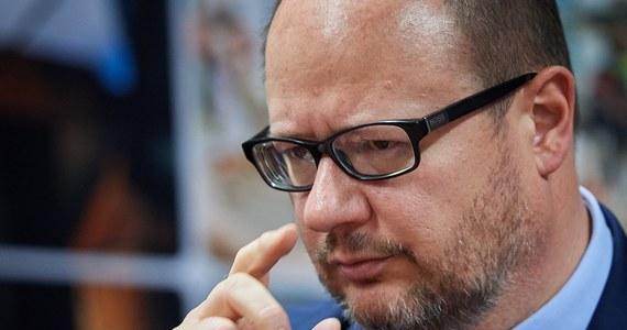Sprawa oświadczeń majątkowych prezydenta Gdańska Pawła Adamowicza - do ponownego rozpatrzenia. Decyzję podjął Sąd Okręgowy w Gdańsku, który rozpatrywał zażalenie na wcześniejsze warunkowe umorzenie postępowania, dotyczącego poświadczania nieprawdy w dokumentach.
