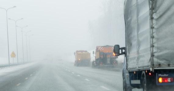 Zima w całym kraju, a na trasach - ślizgawica. Drogi są śliskie i bardzo niebezpieczne. Doszło do dwóch karamboli.