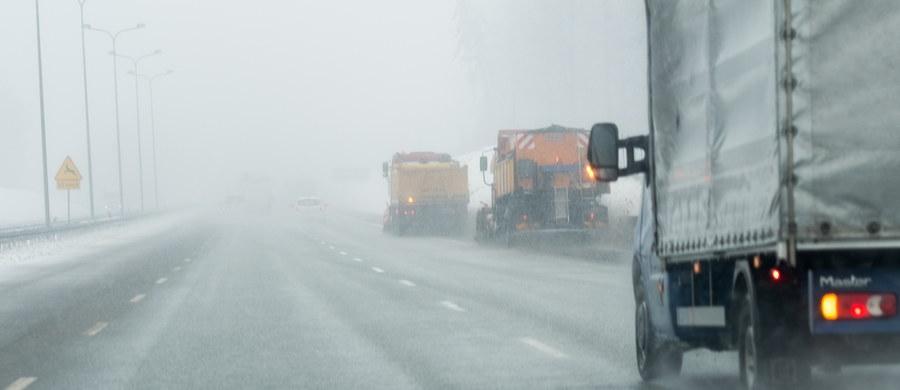 Instytut Meteorologii i Gospodarki Wodnej wydał ostrzeżenia dla 14 województw. Będzie mocno wiało niemal w całej Polsce, a mieszkańcy Polski Południowej musza liczyć się z intensywnymi opadami śniegu.
