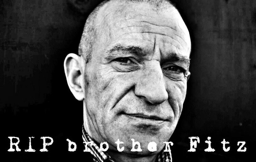 Wokalista brytyjskiej oi!/punkowej grupy The Business zmarł na raka.