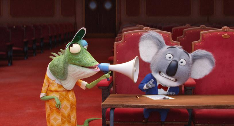 """""""Sing"""", pełna muzycznych przebojów animacja, trafi na ekrany polskich kin 6 stycznia. W główną rolę w tej rozśpiewanej animacji, Misia Koali Bustera Moona, właściciela upadającego teatru, wciela się Marcin Dorociński."""