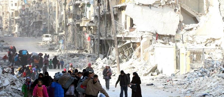 Minister spraw zagranicznych Turcji Mevlut Cavusoglu oświadczył, że syryjski prezydent Baszar el-Asad jest odpowiedzialny za śmierć 600 tys. ludzi i w związku z tym nie powinien już rządzić Syrią. Zaapelował też o natychmiastowy rozejm w Aleppo.