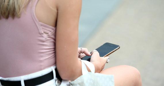 Polska wstrzymała się od głosu w sprawie przepisów umożliwiających całkowite zniesienie opłat za roaming dla użytkowników telefonów komórkowych w Unii - donosi korespondentka RMF FM Katarzyna Szymańska-Borginon.