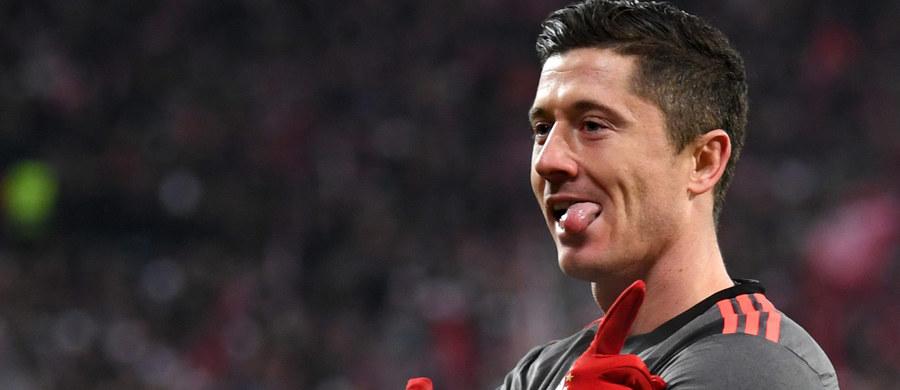 Robert Lewandowski zdobył swoją ósmą i dziewiątą bramkę w obecnym sezonie, a Bayern Monachium wygrał na wyjeździe z FSV Mainz 3:1 na otwarcie 13. kolejki niemieckiej ekstraklasy piłkarskiej. Broniący tytułu Bawarczycy zrównali się liczbą punktów z dotychczasowym sensacyjnym liderem RB Lipsk, który w sobotę podejmie Schalke 04 Gelsenkirchen, i przynajmniej tymczasowo wrócili na pierwsze miejsce.