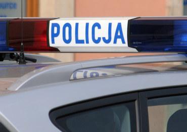 Pijany 16-latek uszkodził 25 samochodów. Wyrywał tablice, lusterka i wycieraczki