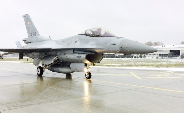 Woda w woreczku, świece dymne, linka do cięcia drewna i nóż, jaki miał Rambo - to część wyposażenia, jakie na każdą misję zabiera ze sobą pilot wojskowego myśliwca. Twoim Niesamowitym Miejscem w tym tygodniu jest 32. Baza Lotnictwa Taktycznego w Łasku pod Łodzią.