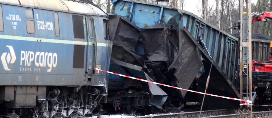 W sobotę wieczorem przywrócono ruch kolejowy między Zawierciem a Myszkowem (Śląskie), gdzie w piątek doszło do zderzenia dwóch pociągów towarowych. Wypadek zdezorganizował ruch na jednym z głównych szlaków kolejowych, łączących Górny Śląsk z Częstochową.