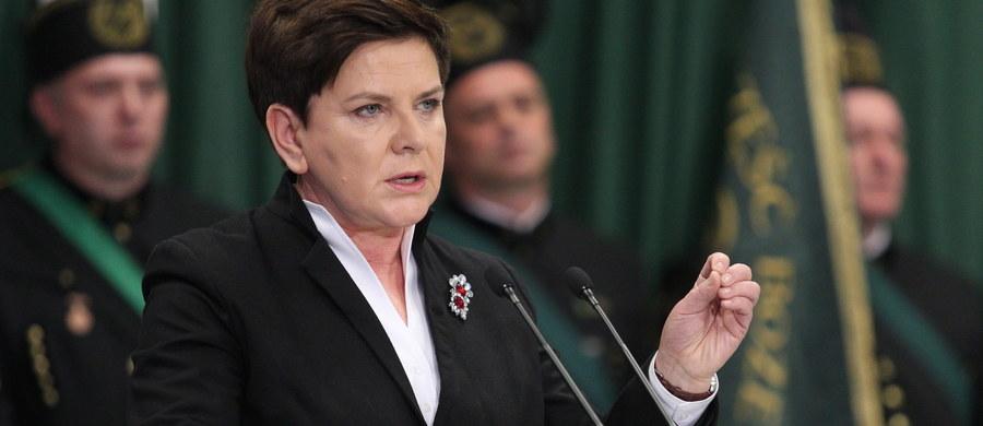 Rząd nie zejdzie z drogi reform i zmian w górnictwie - zadeklarowała premier Beata Szydło podczas uroczystości barbórkowych w Jaworznie. Nawiązując do ostatnich wystąpień opozycji zaapelowała o poparcie reform, akcentując, że górnictwo potrzebuje spokoju i stabilizacji.