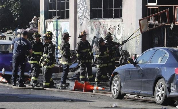 W pożarze w Oakland w Kalifornii, który wybuchł podczas imprezy muzycznej zorganizowanej w dawnym magazynie, zginęło co najmniej 30 osób. Wśród ofiar są cudzoziemcy - oświadczył w niedzielę na konferencji prasowej rzecznik miejscowej policji Ray Kelly.