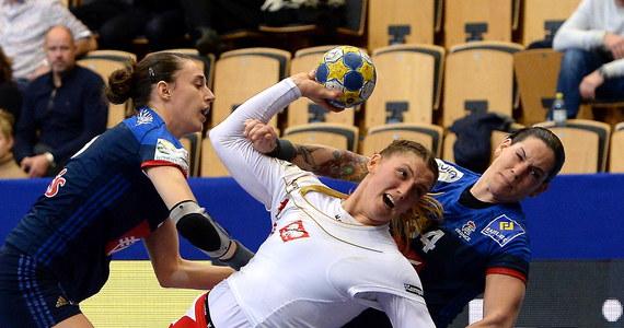 Polska przegrała w szwedzkim Kristianstad z Francją 22:31 (9:15) w swoim pierwszym meczu grupy B turnieju finałowego mistrzostw Europy piłkarek ręcznych.