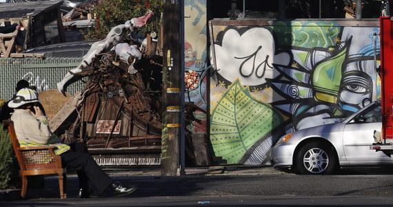 Co najmniej 33 osoby zginęły w pożarze w Oakland w Kalifornii, który wybuchł podczas imprezy muzycznej zorganizowanej w dawnym magazynie. Władze obawiają się, że ofiar będzie jeszcze więcej. Przeszukiwanie miejsca tragedii może trwać jeszcze dwa dni.