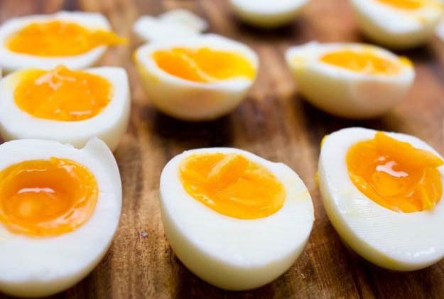 Zaskakujące właściwości jajek. Wystarczy, że zjesz je na kolację