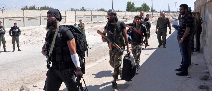 Syryjscy rebelianci, którzy nie opuszczą wschodniego Aleppo, będą traktowani jak terroryści - ostrzegł szef MSZ Rosji Siergiej Ławrow. Wyraził przekonanie, że Rosja i USA porozumieją się co do wycofania rebeliantów z tej części miasta.