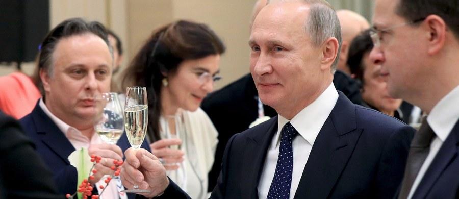 Prezydent Rosji Władimir Putin oświadczył, że gazociąg Nord Stream 2 zostanie urzeczywistniony. Putin oznajmił, że mimo sprzeciwu Polski żaden z uczestników nie wycofał się z projektu. Gospodarz Kremla mówił o tym w Czelabińsku, na spotkaniu z robotnikami tamtejszych zakładów metalurgicznych.