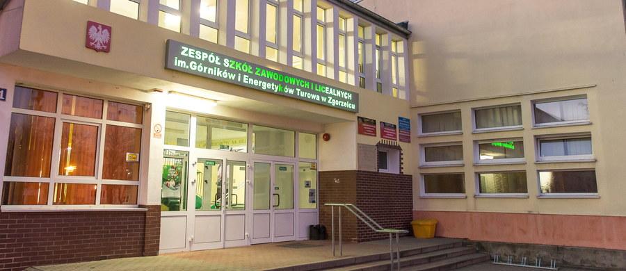 16-latek zranił nożem swojego rówieśnika. Do ataku doszło w szkole w Zgorzelcu. Napastnik zaatakował kolegę niedużym nożem podczas lekcji. Do Zespołu Szkół Zawodowych i Licealnych w Zgorzelcu z kontrolą wejdzie kuratorium.