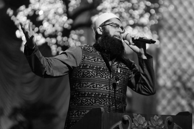 Jedną z ofiar pakistańskiego samolotu był Junaid Jamshed, wokalista nieistniejącej już grupy Vital Signs, nagrywający także solo. W 2004 r. porzucił karierę muzyczną, kiedy to poświęcił się religii.