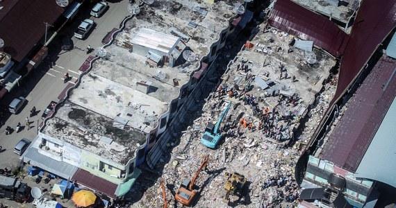 102 osoby zginęły, a ponad 700 zostało rannych w środowym trzęsieniu ziemi na północy Sumatry w zachodniej części Indonezji - powiadomiła indonezyjska agencja ds. katastrof. Przedstawiciele lokalnych władz wezwali o niesienie pomocy poszkodowanym.