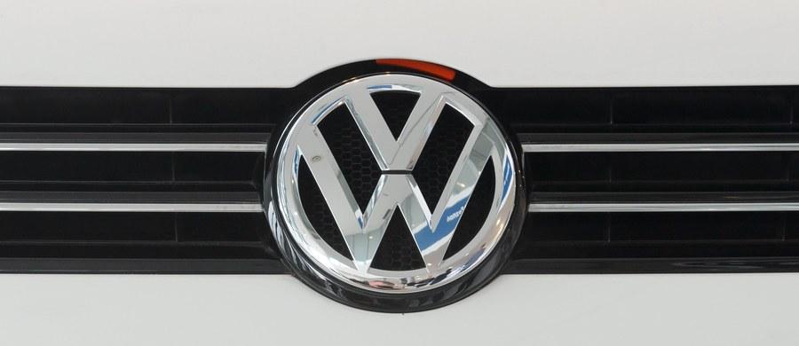 Po skandalu wokół Volkswagena Komisja Europejska wszczęła procedury o naruszenie prawa UE przeciw siedmiu krajom członkowskim, w tym Niemcom i Wielkiej Brytanii, za brak sankcji wobec producentów samochodów w związku z manipulowaniem emisjami.