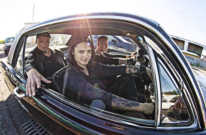 """EP-ką """"Masquerade"""" debiutuje nowa rockowa grupa Last Of The Real, której wokalistą jest Juan Carlos Cano, pochodzący z Meksyku zwycięzca czwartej edycji """"The Voice of Poland""""."""