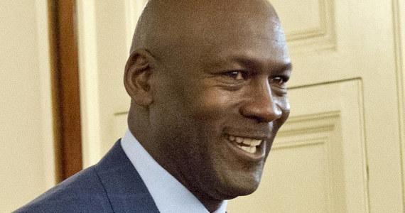 Legenda koszykarskiej ligi NBA Michael Jordan po ponad czterech latach batalii prawnej wygrał sprawę przeciw chińskiemu producentowi ubrań i butów sportowych za bezprawne wykorzystanie swojego wizerunku. Wyrok wydał Najwyższy Sąd Ludowy w Pekinie.