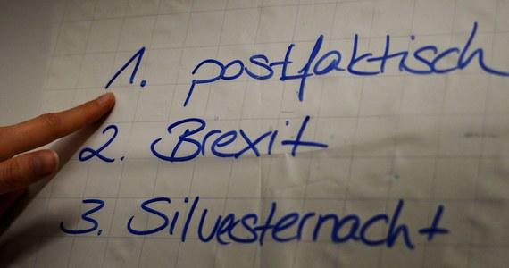 Język niemiecki znany jest z łączenia niemal dowolnie wielu rzeczowników w nowe słowa. W tym roku słowem roku został termin, pokazujący perypetie Austriaków z wyborem prezydenta federalnego: Bundespraesidentenstichwahlwiederholungsverschiebung.