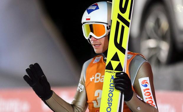 Kamil Stoch wygrał kwalifikacje do sobotniego konkursu Pucharu Świata w skokach narciarskich w Lillehammer. Biało-czerwoni wystąpią w nim w komplecie, bo awans wywalczyło także pięciu pozostałych Polaków, a Maciej Kot z kwalifikacji był zwolniony.