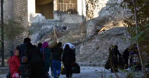 Rząd Szwajcarii poinformował że kraj ten przyjmie w ciągu dwóch najbliższych lat 2 tys. uchodźców z Syrii. Zapowiedział też, że w przyszłym roku przekaże na pomoc humanitarną dla ofiar syryjskiej wojny 61 mln euro.