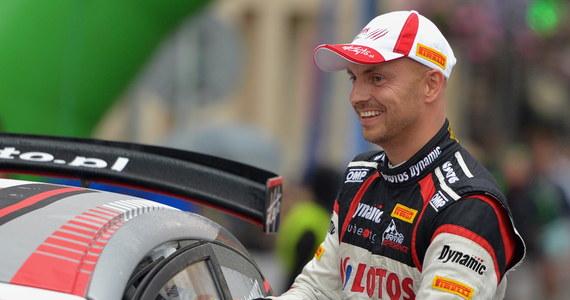 Dwukrotny rajdowy mistrz Europy Kajetan Kajetanowicz po raz czwarty wygrał Rajd Barbórka - imprezę tradycyjnie kończącą sezon motorowy w Polsce. Jadący w barwach RMF FM kierowca wygrał wszystkie sześć odcinków specjalnych rozegranych w Warszawie i okolicach.