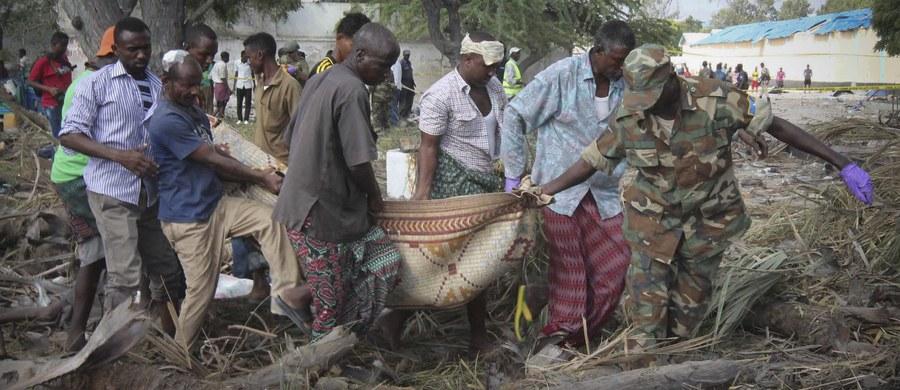 Co najmniej 29 osób zginęło w eksplozji samochodu pułapki w stolicy Somalii, Mogadiszu. Do zdarzenia doszło przy wjeździe do portu, gdzie ustawiła się kolejka samochodów.