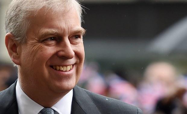 Książę Andrzej znowu zgrzeszył! Tak brytyjskie media piętnują zamiłowanie syna królowej do latania helikopterem. Jak zawsze, zrobił to na koszt podatnika.