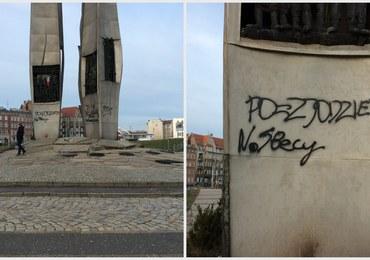 Zdewastowali Pomnik Poległych Stoczniowców. Policja szuka sprawców