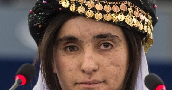 Jazydki Nadia Murad Basee Taha i Lamiya Aji Bashar, które uciekły z niewoli Państwa Islamskiego, odebrały w Parlamencie Europejskim Nagrodę Sacharowa. W poruszających wystąpieniach mówiły o swych cierpieniach i upomniały się o innych więzionych.
