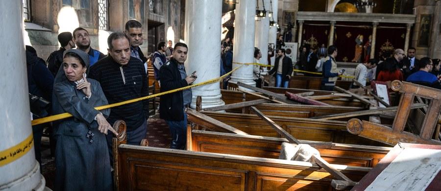 Państwo Islamskie przyznało się do przeprowadzenia w niedzielę samobójczego zamachu na koptyjską katedrę w Kairze, w którym zginęło co najmniej 25 osób, a 49 odniosło rany. Dżihadyści zapowiedzieli dalsze ataki na chrześcijan.
