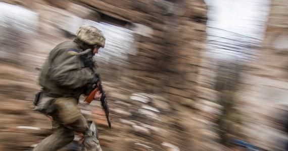 Jedna osoba cywilna zginęła, a jedna została ranna po tym, jak bojownicy prorosyjscy ostrzelali punkt kontrolny Majorske na linii rozgraniczenia między siłami rządowymi a rebeliantami w obwodzie donieckim na wschodzie Ukrainy – poinformowała ukraińska Straż Graniczna.