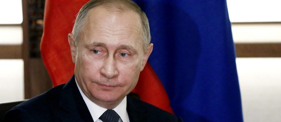 Prezydent Rosji Władimir Putin był osobiście zaangażowany w tajne działania, mające wpłynąć na rezultaty wyborów prezydenckich w USA - podała NBC News, powołując się na agentów amerykańskiego wywiadu. Moskwa nazwała to nonsensem.