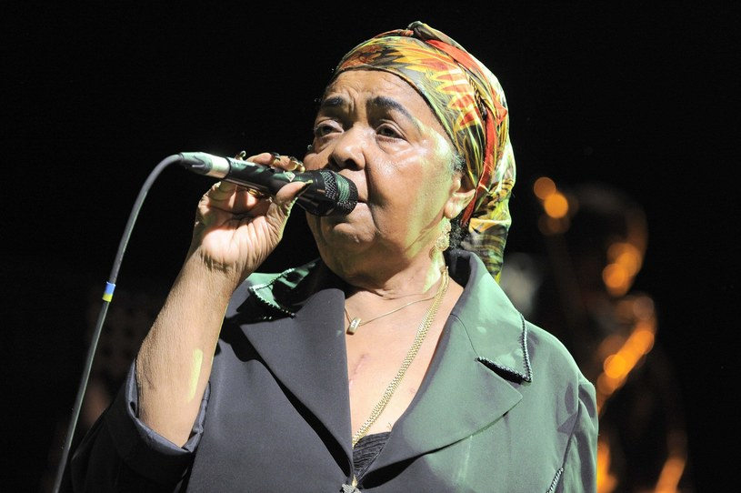 Zmarła 17 grudnia 2011 r. Bosonoga Diwa - Cesaria Evora wielokrotnie występowała w Polsce. W bogatym dorobku miała m.in. duety z Kayah i Dorotą Miśkiewicz.