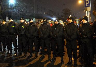 Nocna interwencja policji przed Sejmem. Policja przeanalizuje przebieg wydarzeń