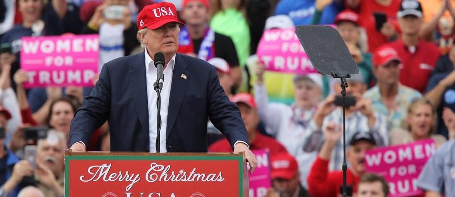 538 elektorów w poniedziałek wybierze prezydenta USA. Amerykanie głosują w wyborach na kandydatów, ale ich głos przypada wyłanianym przez partie elektorom. To oni zdecydują, kto zostanie prezydentem. Pojawiły się apele, by zablokowali Donalda Trumpa.