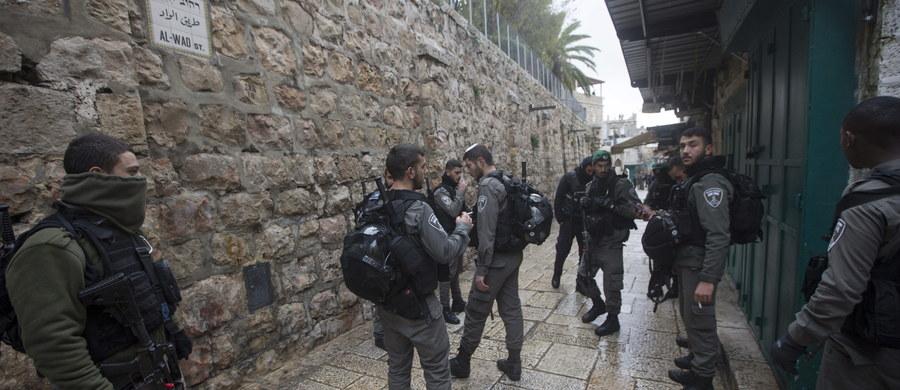 Izraelskie siły zastrzeliły w niedzielę 19-letniego Palestyńczyka w jednej z wiosek na Zachodnim Brzegu Jordanu - poinformowało palestyńskie ministerstwo zdrowia. Wojsko Izraela tłumaczy, że oddział został zaatakowany kamieniami.
