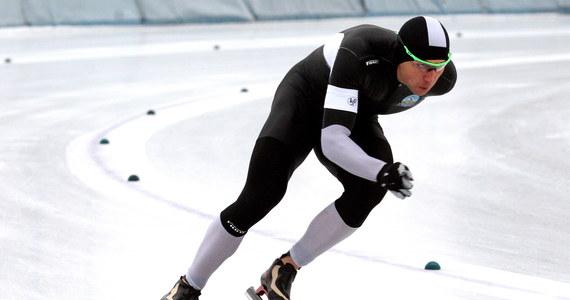 Mistrz olimpijski z Soczi na 1500 m Zbigniew Bródka zajął trzecie miejsce na tym dystansie w mistrzostwach Polski w łyżwiarstwie szybkim. Na torze Stegny w Warszawie przegrał z Konradem Niedźwiedzkim i Janem Szymańskim.
